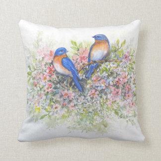 Almofada Bluebirds e travesseiro das flores