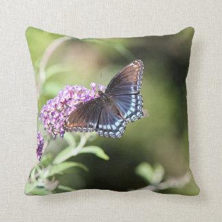 Almofada borboleta roxa Vermelho-manchada