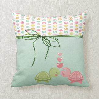 Almofada Botões coloridos femininos, tartarugas no amor