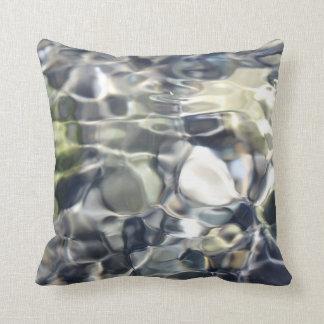 Almofada Branco astuto abstrato e azul elegantes
