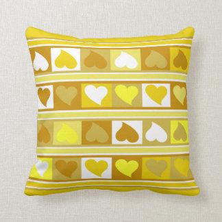 Almofada Branco do tan do amarelo Funky dos corações e dos
