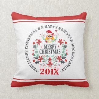 Almofada Buquê da coruja do Natal & tipografia do Feliz