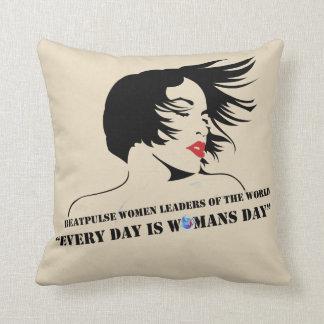 Almofada Cada dia é o dia da mulher