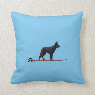 Almofada Cão surfando - travesseiro preto do german