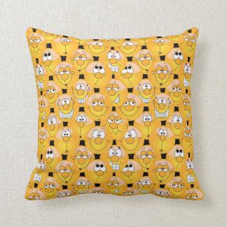 Almofada Caras amarelas engraçadas do design de Emoji