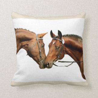Almofada casal de cavalos desportivos