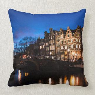 Almofada Casas do canal de Amsterdão na noite
