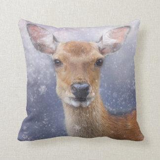 Almofada cervos do inverno do Natal no coxim do travesseiro