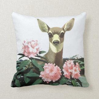 Almofada Cervos e flores noroestes pacíficos do vintage