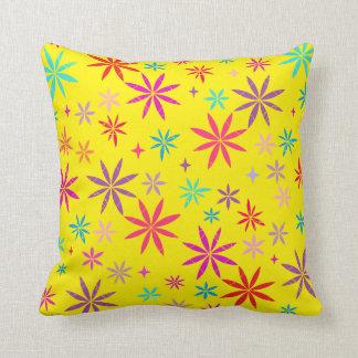 Almofada Chá da flor no travesseiro decorativo amarelo