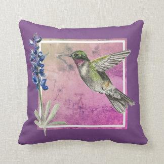 Almofada Colibri e Bluebonnet no fundo cor-de-rosa