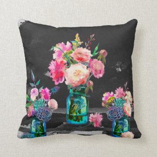 Almofada Cor no travesseiro decorativo escuro, frente e