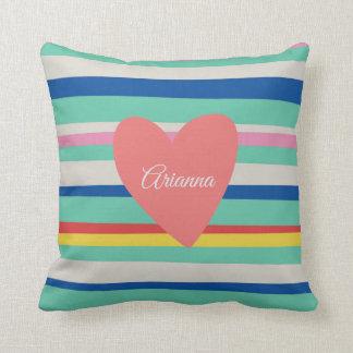Almofada Coração feminino do arco-íris bonito