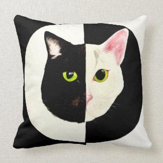 Almofada Coxim preto e branco do gato de Yin yang