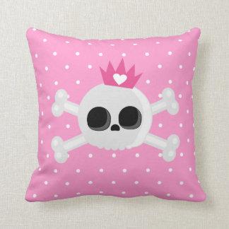Almofada Crânio de Emo com a coroa no fundo cor-de-rosa das