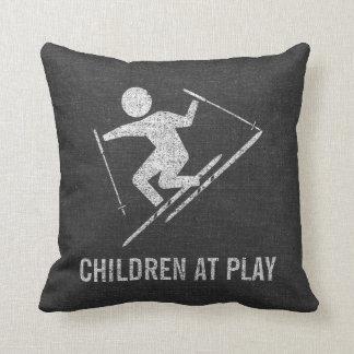 Almofada Crianças do esqui no jogo