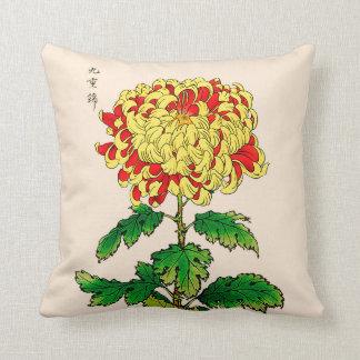 Almofada Crisântemo do japonês do vintage. Amarelo da