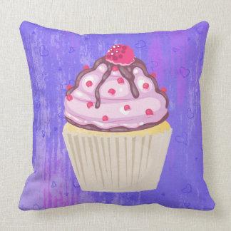 Almofada Cupcake doce com a framboesa na parte superior
