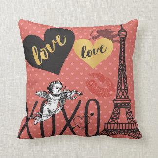 Almofada Cupido dos namorados, corações e a torre Eiffel