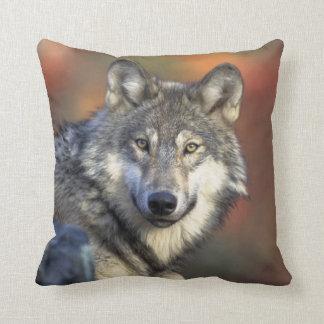 Almofada Da criatura cinzenta dos animais selvagens do lobo
