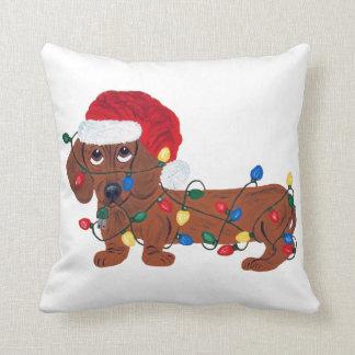 Almofada Dachshund Tangled nas luzes de Natal (vermelhas)