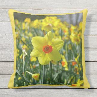 Almofada Daffodils amarelos alaranjado 01.0.2.y