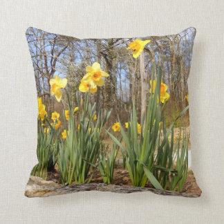 Almofada Daffodils no coxim do lance da páscoa