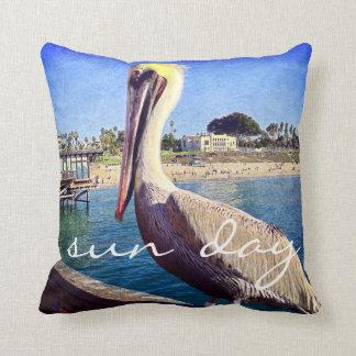 """Almofada De """"foto bonito do pássaro do pelicano do cais da"""