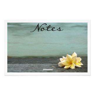 Almofada de nota da flor papelaria