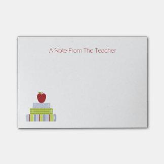 Almofada de nota do professor da pilha de livro da sticky note