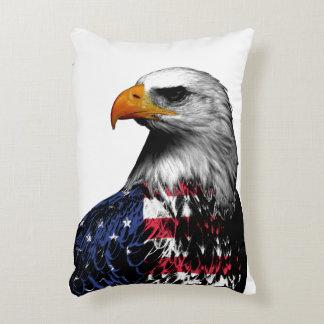 Almofada Decorativa A águia americana americana drapejou na bandeira