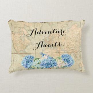 Almofada Decorativa A aventura espera Hydrangeas do azul do mapa do