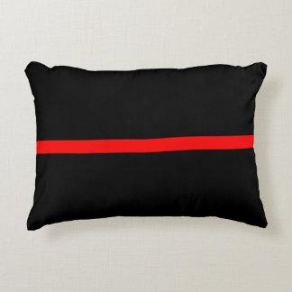 Almofada Decorativa A linha vermelha fina simbólica indicação em a