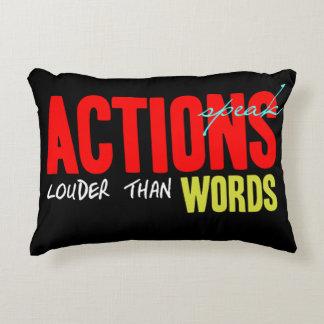 Almofada Decorativa As ações falam mais ruidosamente