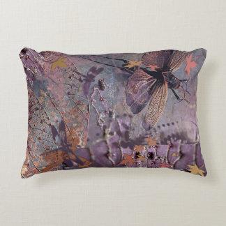 Almofada Decorativa Colagem roxa da fantasia da queda
