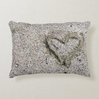 Almofada Decorativa Coração romântico na foto da areia