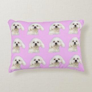 Almofada Decorativa Filhote de cachorro maltês no rosa