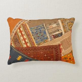 Almofada Decorativa Fim da colagem do tapete acima