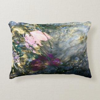 Almofada Decorativa Flor abstrata na água