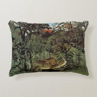 Almofada Decorativa Henri Rousseau - o ataque com fome do leão