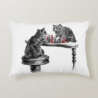 Almofada Decorativa Jogos de mesa dois gatos que jogam o vermelho do