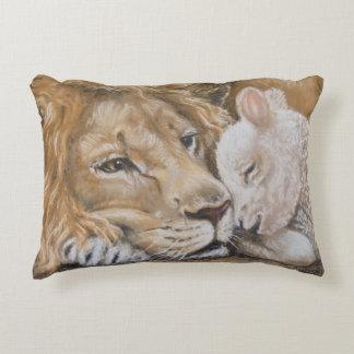 Almofada Decorativa Leão e cordeiro pelo travesseiro decorativo de