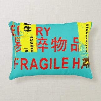 Almofada Decorativa Marcações FRÁGEIS - caráteres asiáticos LEGAL