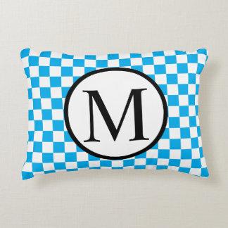 Almofada Decorativa Monograma simples com tabuleiro de damas azul