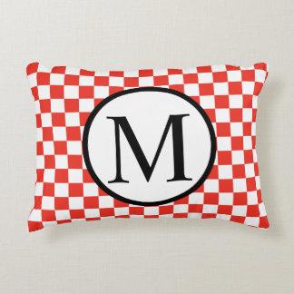 Almofada Decorativa Monograma simples com tabuleiro de damas vermelho