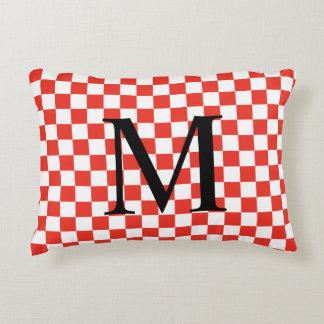 Almofada Decorativa Monograma simples com teste padrão vermelho do