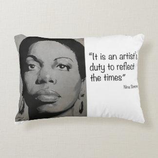 Almofada Decorativa Nina Simone - música e carisma