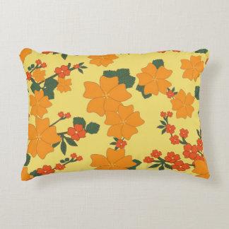 Almofada Decorativa O costume floral alaranjado escovou o travesseiro