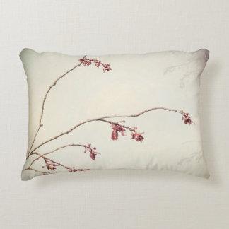 Almofada Decorativa O ramo de árvore da ameixa com primavera brota |