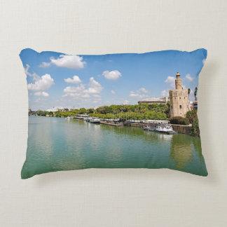 Almofada Decorativa O rio Guadalquivir e a torre dourada